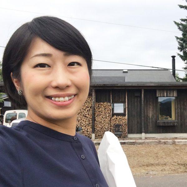 プロフィールに使っている写真は、お店の前で撮った記念写真。