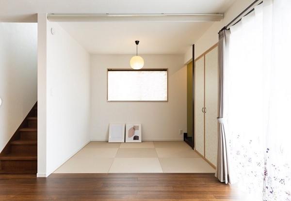 北欧ポスターと畳の部屋