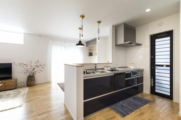 キッチン+無垢床(ウレタン塗装仕上げ)